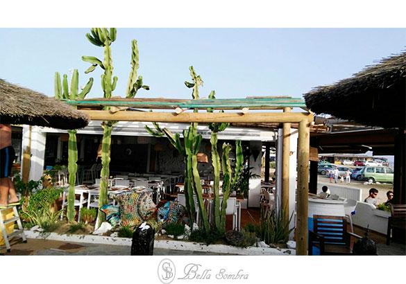 Sombrillas y pergolas para chiringuitos de playa - Sombrilla playa ...